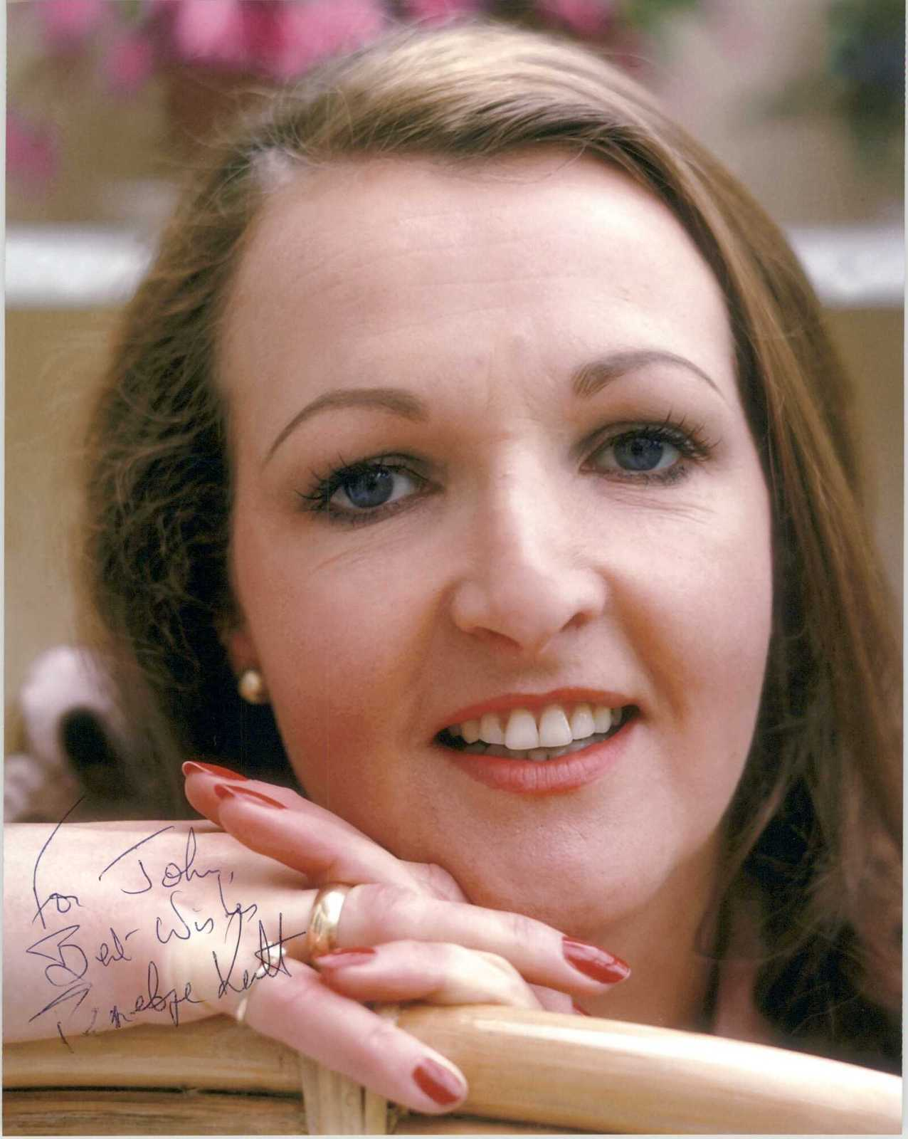Primary image for Penelope Keith Signed Autographed Glossy 8x10 Photo