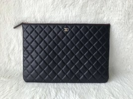 AUTHENTIC CHANEL Black Quilted Lambskin Large Clutch Bag GHW image 2