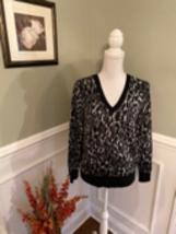 Banana Republic Women's V-Neck Gray Leopard Sweater Size Medium - $19.99