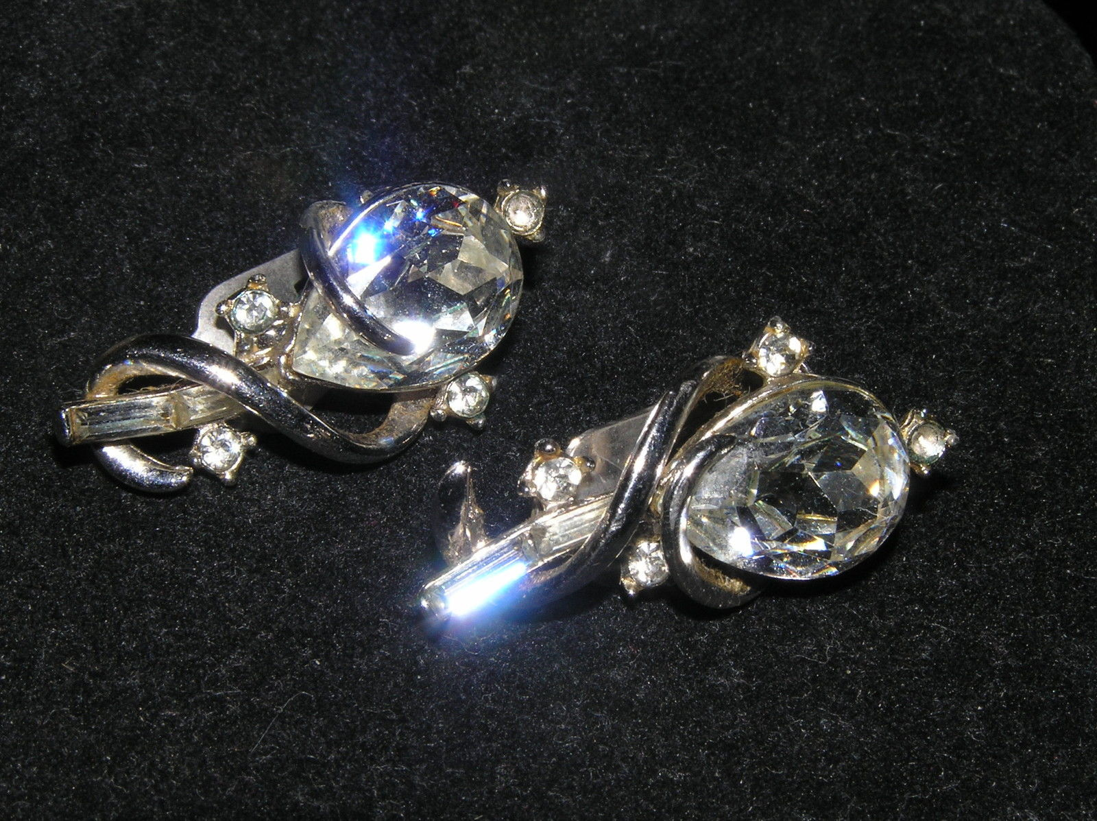 Primary image for Vintage Large Clear Teardrop Rhinestone w Silvertone Wire Wrap & Tiny Rhinestone