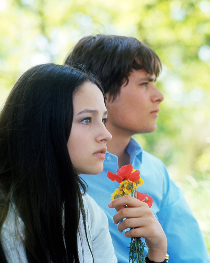 Primary image for Olivia Hussey in Romeo and Juliet Leonard Whiting holding flowers in profile