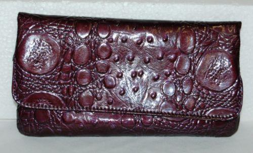 Kristine Accessories Plume Colored Magnetic Wallett Back Change Zipper