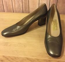 SALVATORE FERRAGAMO Classic Pumps In Metallic Green/Gold Leather Size 7.... - $38.64