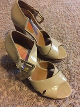Michael Michael Kors Plaform Patent Leather Beige pumps heels 8.5 M - $84.14