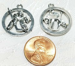 HOCKEY PLAYER IN CIRCLE FINE PEWTER PENDANT CHARM 3mm L x 24mm W x 21mm D image 2