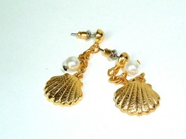 Vtg Metal Small Shell Pierced Earrings Gold Tone Beach Hippie Boho Chic ... - $5.89