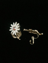 Vintage 60s clip on enameled daisy with gold vine and leaves earrings image 2