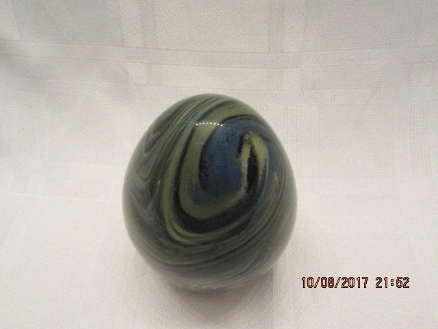 FENTON GLASS 2014 HB  EGG- BLUE/GREEN/BLACK SWIRLS SIGNED BY DAVE FETTY