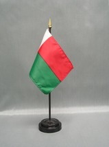 "MADAGASCAR 4X6"" TABLE TOP FLAG W/ BASE NEW DESK TOP HANDHELD STICK FLAG - $4.95"