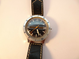 1978 Black Dial Great Britain Timex Diver Automatic Watch Runs To Restore Crown - $189.00