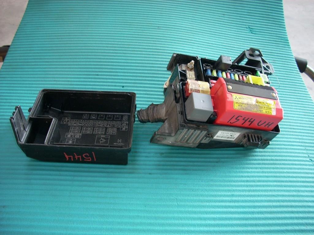 2006 MITSUBISHI ENDEAVOR MAIN ENGINE FUSE BOX MR587807 GENUINE OEM