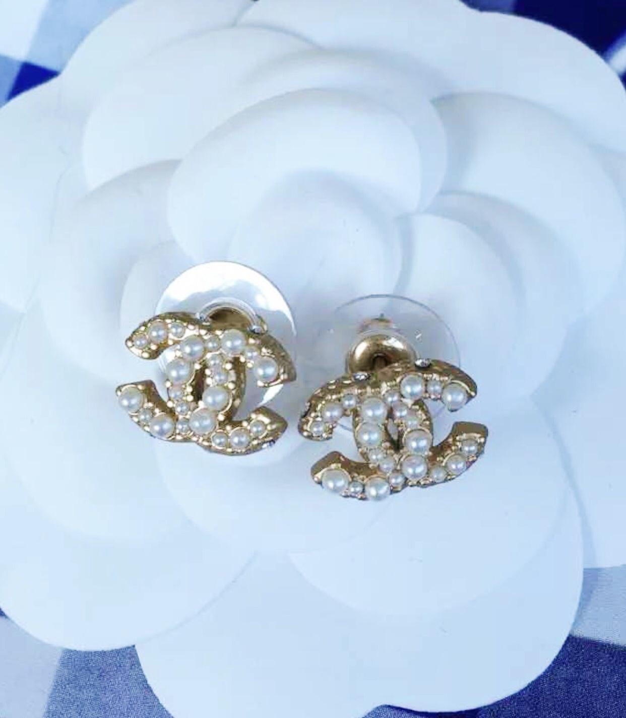 fa957da75 AUTHENTIC CHANEL Classic Strass Crystal Pearl CC Logo Stud Earrings Gold