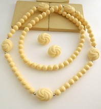 Vintage Avon 'Carved Accent' Cream Bead Necklace Clip On Earrings Set GG38 - $18.50