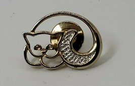 Vintage Avon Cat Kitty Brooch Pin Gold tone & Silver Tone Cat Laying Cur... - $6.44