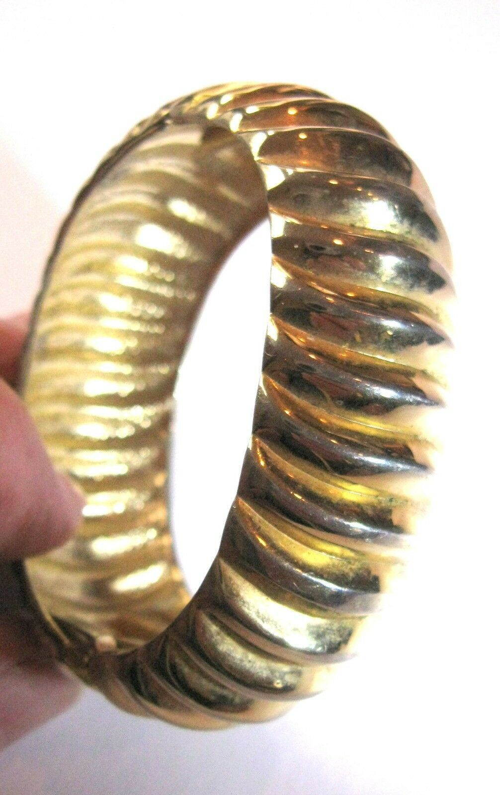 Vintage Sculpted Swirl Gold Tone Bangle Bracelet