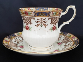 Queens Kenilworth English Bone China Teacup and Saucer - $22.00