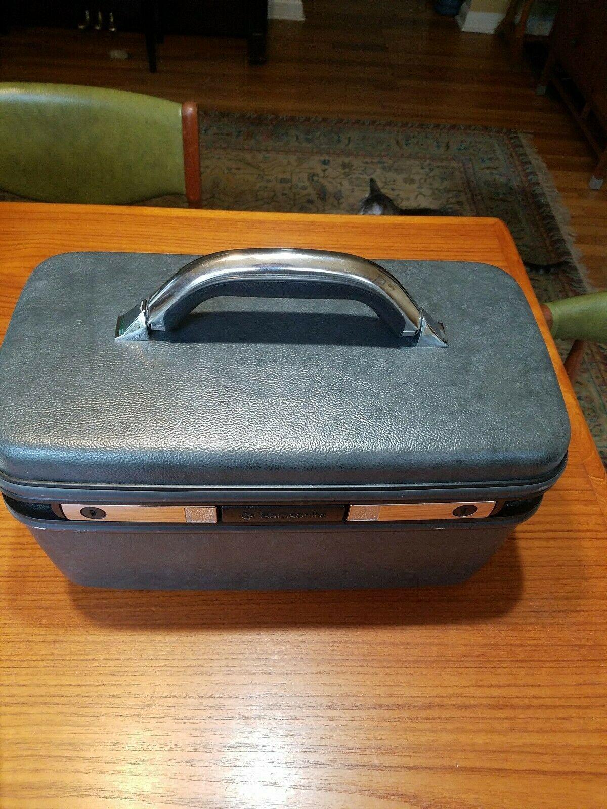 Vintage Samsonite Silhouette 4 Suitcase Luggage Train Make Up Case Black  no key