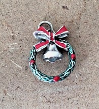 Vintage Wells Sterling Green Enamel Christmas Wreath Berries Bow Bell Charm - $14.01