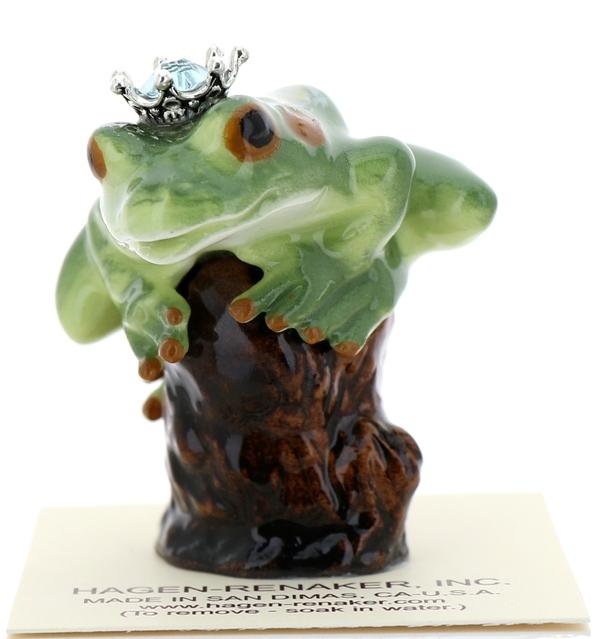 Frog prince on stump09