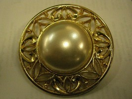 BROOCH circle of gold color Metal with large faux PEARL - $9.89