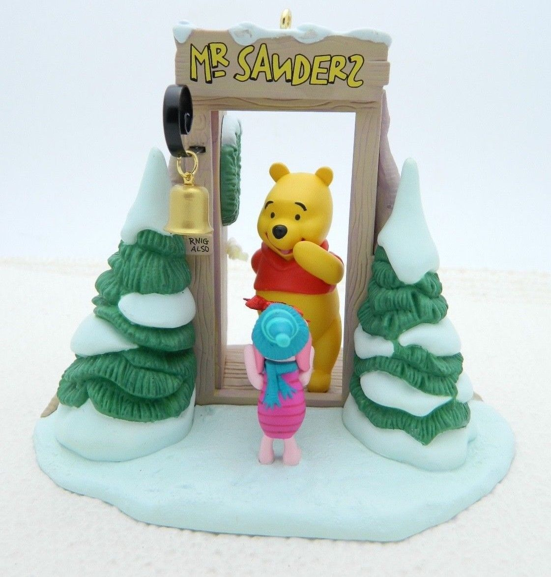 Hallmark 2005 Gift Exchange Winnie the Pooh Piglet Ornament QXD4105