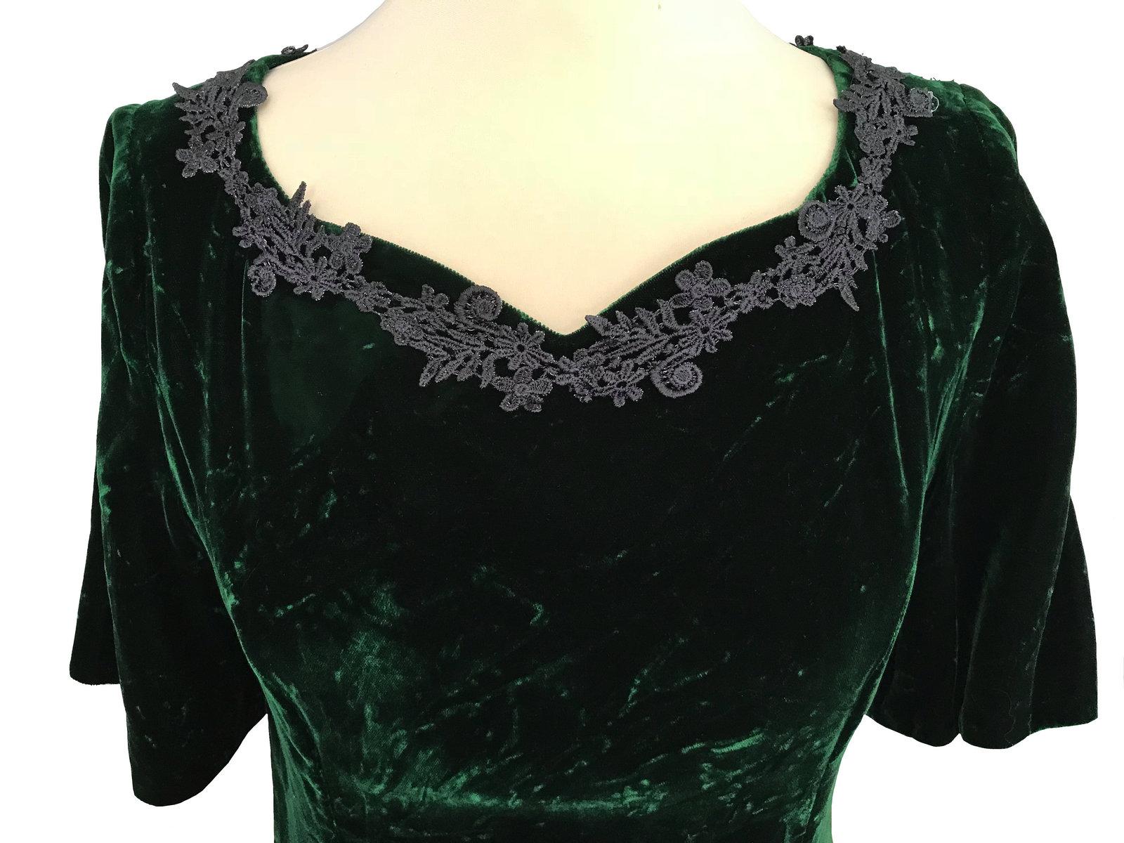 Vintage Crashed Velvet Forest Green Heart Shaped Crochet Lace Trimmed Full Lengt image 4