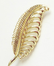 Vintage Sarah Coventry Made In Canada Feather Brooch Ladies Gold Costume Jewelry - $9.95