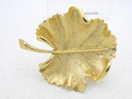 VTG BSK Signed Gold Tone Modern Textured Leaf Brooch Pin - $12.38