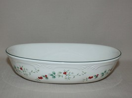 Oval Vegetable Serving Bowl Pfaltzgraff Winterberry Christmas Embossed  - $12.82