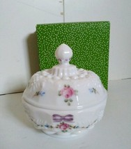 Westmoreland Specialty Painted Milk Glass Compote Sugar Candy Covered Di... - $34.60