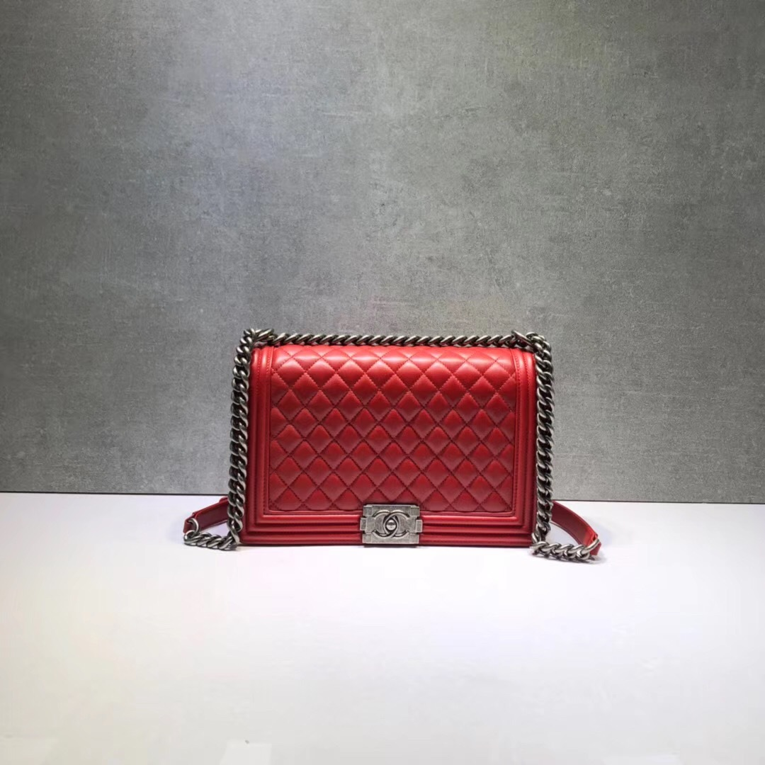 AUTHENTIC CHANEL RED QUILTED LAMBSKIN NEW MEDIUM BOY FLAP BAG RHW