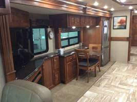 2017 Fleetwood Discovery 37R for sale by Owner - Sullivan , IL image 7