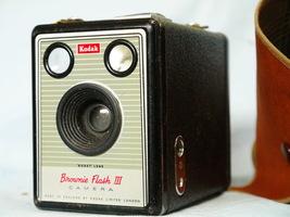Kodak Brownie Flash III Cased Vintage Box Camera - Nice - - $12.00