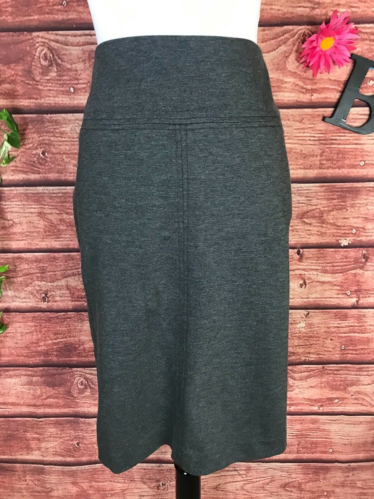 Primary image for Ann Taylor Skirt size 8 Charcoal Gray Stretch Ponte Knit Straight Pencil Knee