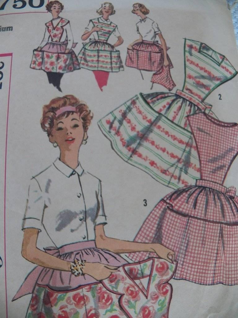 Vintage 2750 Simplicity Apron Pattern Christmas Valentine Cheesecake Pinup Retro