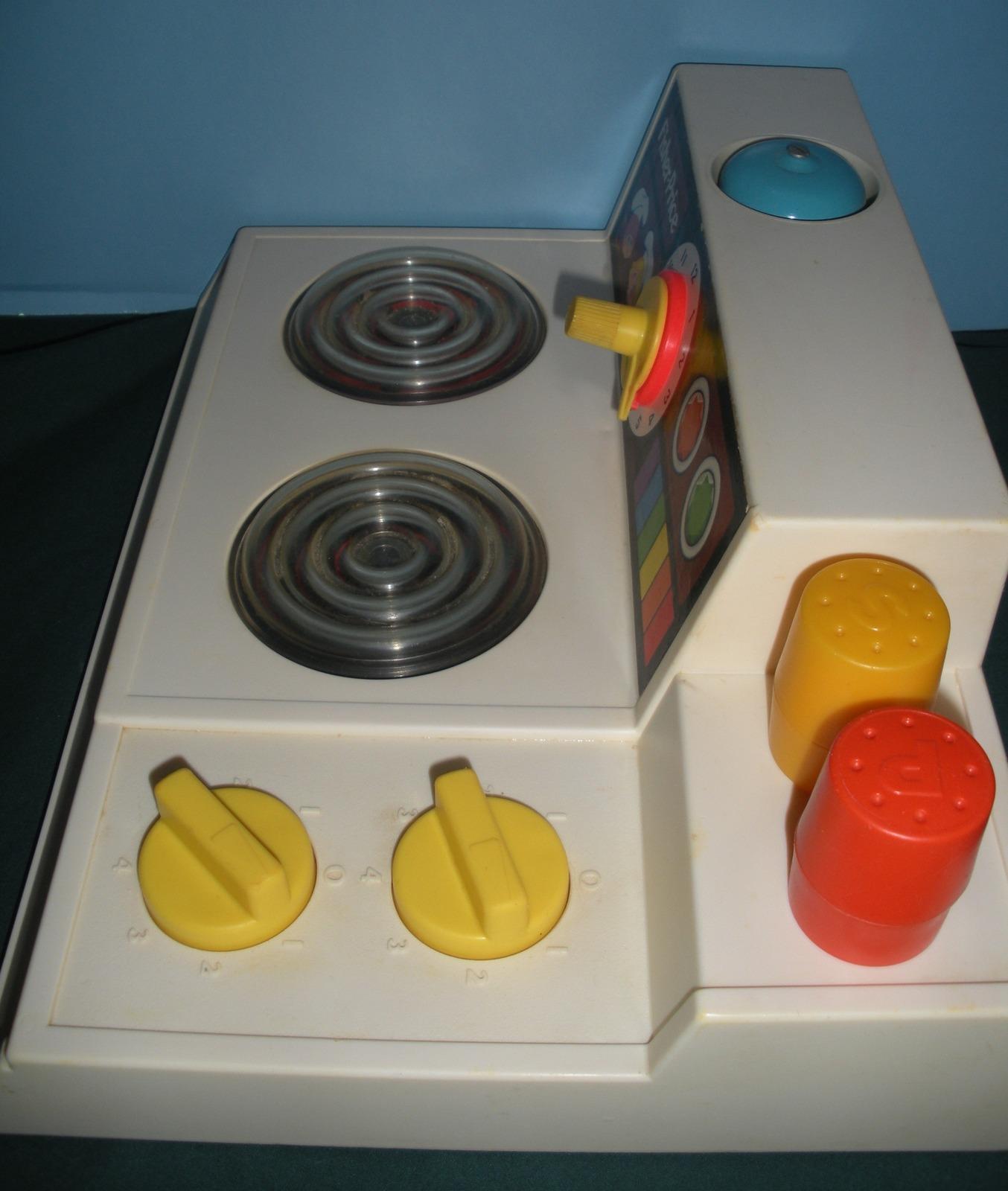"""Vtg. Fisher Price #919 Kitchen Set (""""Magic Burner Stove"""") Complete/EXC++ (E)"""