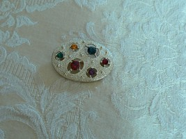 Avon Vintage Brushed Gold Tone Oval Various Colors Rhinestone Brooch - $9.89