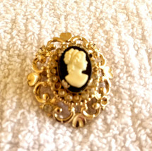 VINTAGE SIGNED CORO CAMEO RHINESTONE PIN BROOCH MISSING SOME STONES - $8.00