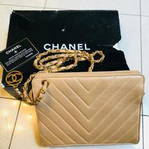 Original Chanel Bolsa de Hombro Beis Matelasse Vintage Chevrón Grande Charm - $1,229.91