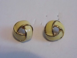VTG Monet Gold Tone Enamel Pair Pierced Earrings Costume Fashion Jewelry - $10.66