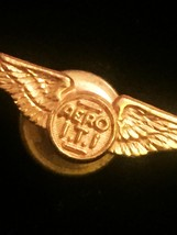Vintage Military Aero I.T.I gold wings screw-back pilots lapel pin