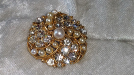 Vintage pin brooch swirl of rhinestones and faux pearls stunning   - $20.00