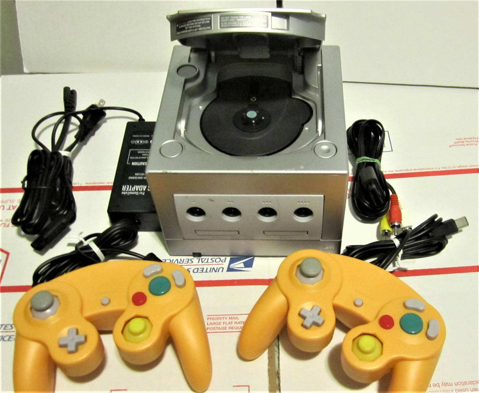 Primary image for Nintendo Game Cube System Complete, power cord ,video cord & 3 Game controllers