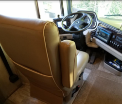 This 2019 Holiday Rambler Navigator FOR SALE IN Ankeny, IA 50023 image 3