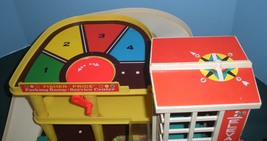 Vintage Fisher Price #930 Garage Complete + Box + Bonus/EXC+++  (T) image 3