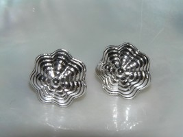 Vintage Monet Signed Small Graduated Ridged Abstract Silvertone Flower P... - $8.59