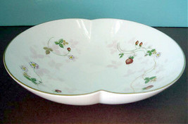 """Wedgwood Wild Strawberry Serving Bowl Marriage Dish 8"""" New - $79.90"""