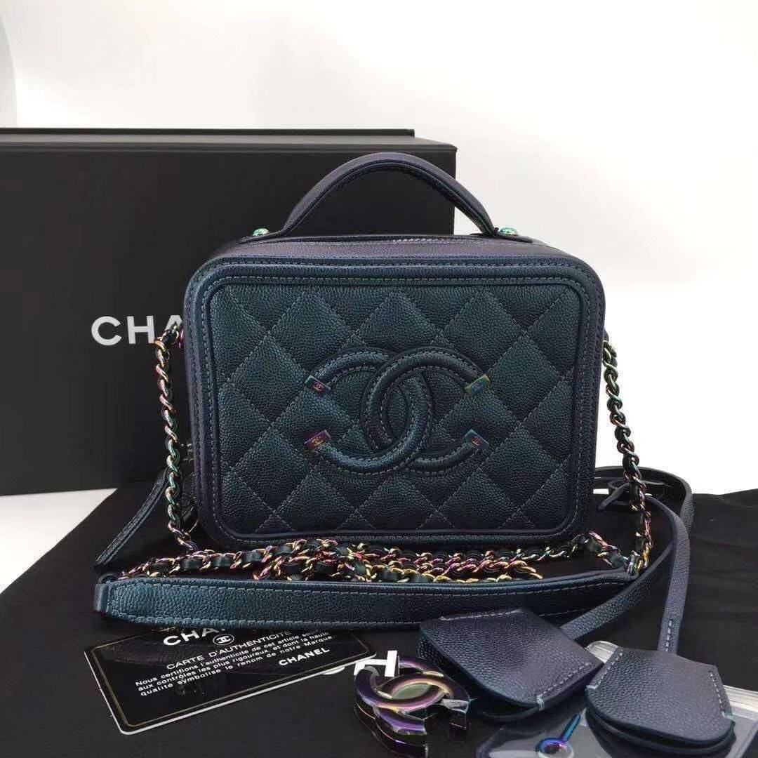 NEW AUTH CHANEL IRIDESCENT CAVIAR TURQUOISE FILIGREE CC VANITY CASE BAG RARE