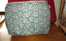 "Waterproof Cosmetic Bag with zipper-Measures 10"" x 8""approximately.  - $39,52 MXN"