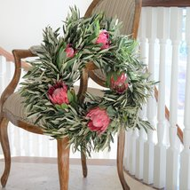 Queen Protea and Olive Wreath - 18 inch - €66,34 EUR